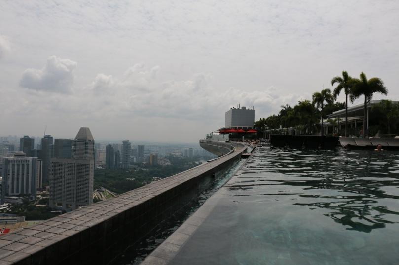 Singapur_Marina_Bay_Sands_Infinity_Pool_3_thebraidedgirl